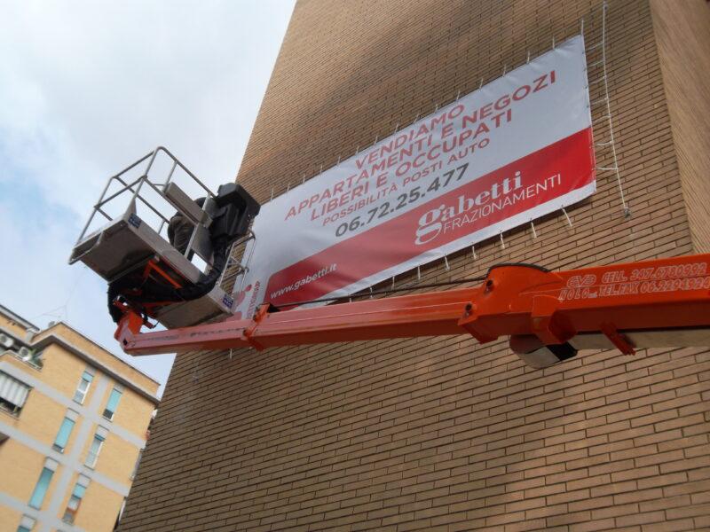 Allestimento Gabetti Banner Su Facciata Edificio